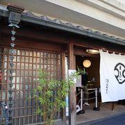 箱根湯本の駅前通り商店街にある