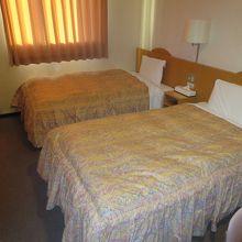 シングル、セミダブルベッドのあるツインルーム