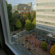 ホテルの窓から赤レンガ庁舎が見えました