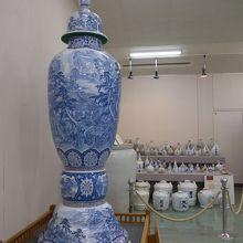 巨大な陶器展示