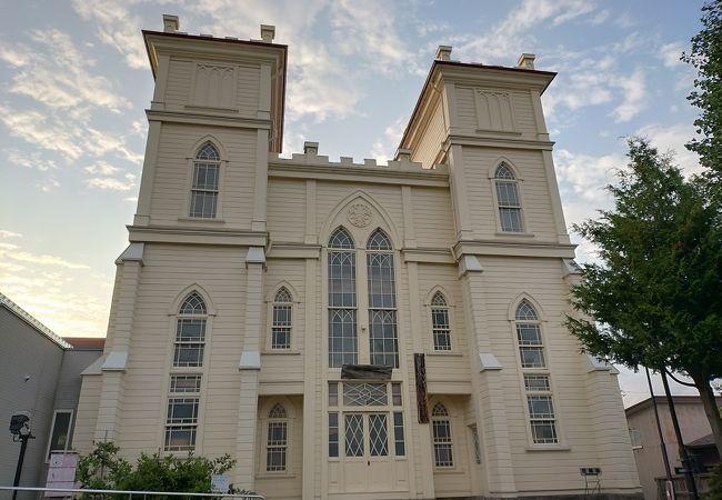 堀江佐吉の四男の設計による弘前教会のモデルになったのはパリのノートルダム寺院