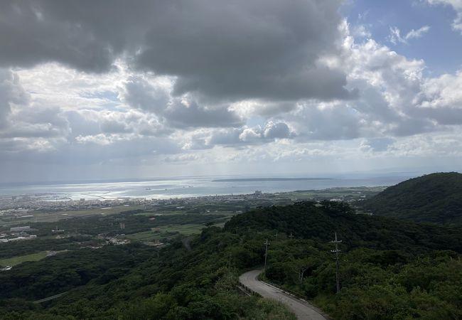 石垣市内と先島諸島が見えます