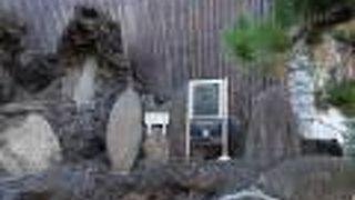 オールコックの愛犬トビーの墓