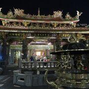 台北を代表する寺院でありパワースポット。夜の周囲はあんま雰囲気良くない