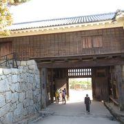 この門をくぐったら、視界が広がります
