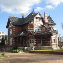 北九州市立国際友好記念図書館