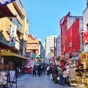 大勢の人で賑わう中華街