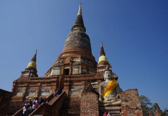 チャオプラヤ川東岸の仏教寺院。ビルマとの戦いで勝利したことを記念して建てた仏塔がシンボル