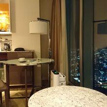 眼下に通天閣が見えるすばらしい客室からの眺め