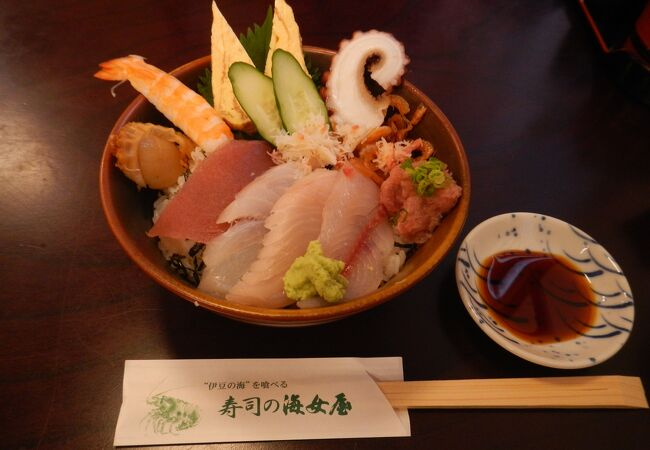 寿司の海女屋 駅前店では、新鮮な伊豆の鮮魚が食べられました。
