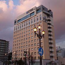 幣舞橋からのホテル外観