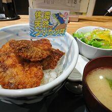 ブリカツ丼