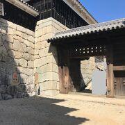 一番最初にくぐる松山城の門