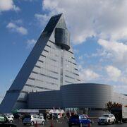 三角の建物