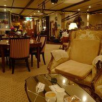 素敵な雰囲気のロビー。コーヒー紅茶と茶菓子を頂けます。