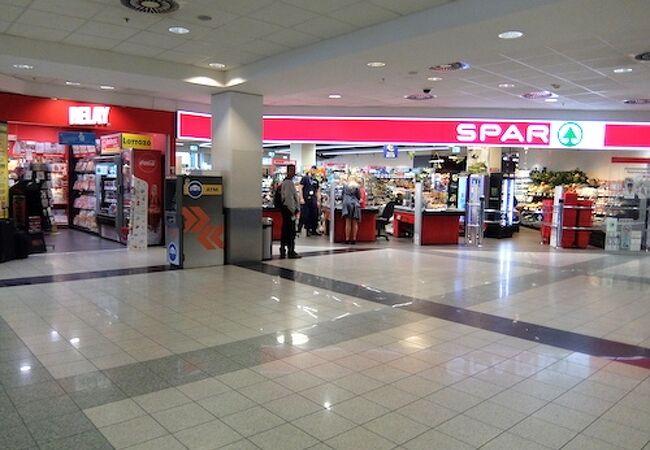 小さな空港なのにスーパーマーケットがあるところが◎