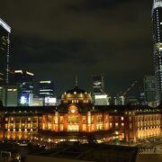 東京駅の夜景を一望できるテラスからの眺め