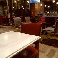 一階のラウンジ兼レストラン