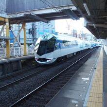 近鉄の人気列車、しまかぜ。