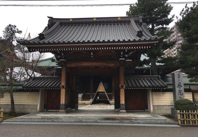 江戸時代の俳人千代尼の墓