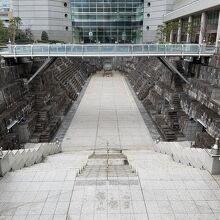 ドックヤードガーデン(旧横浜船渠第2号ドック)