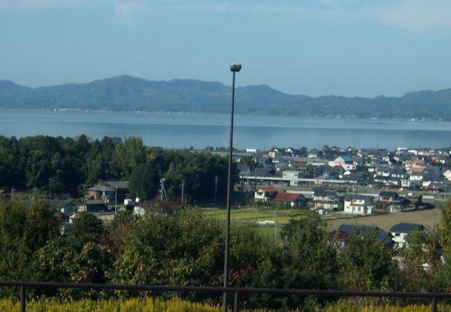 宍道湖を一望できる展望SA。キャラクターは、「しじみ」。