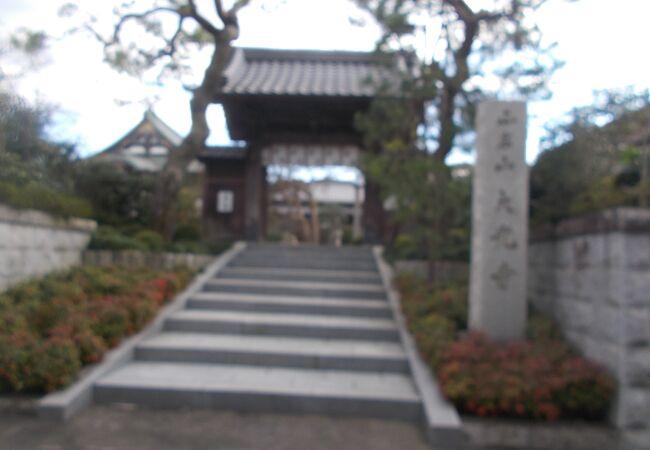 高尾駅南側にあります。