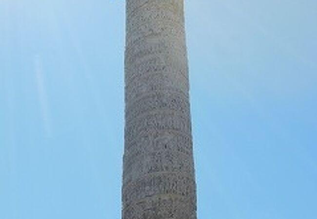 コロンナ広場の中央