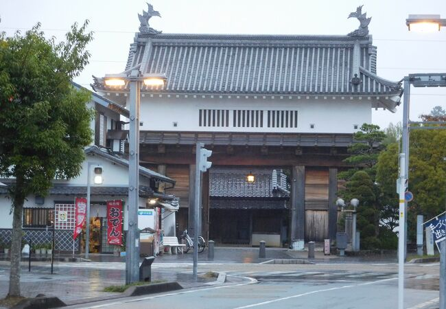 掛川城から少し離れた場所にある門