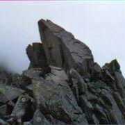 カール上部の三角峰