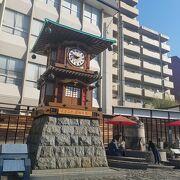 道後温泉駅目の前にあるからくり時計
