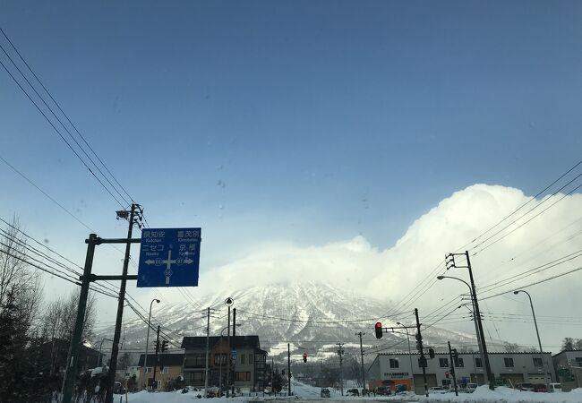羊蹄山冠雪です