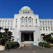 丸いドームが美しい愛媛県庁舎