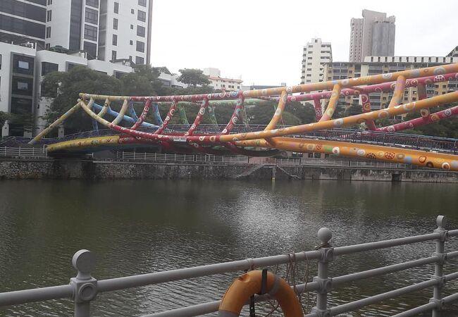 カラフルな橋