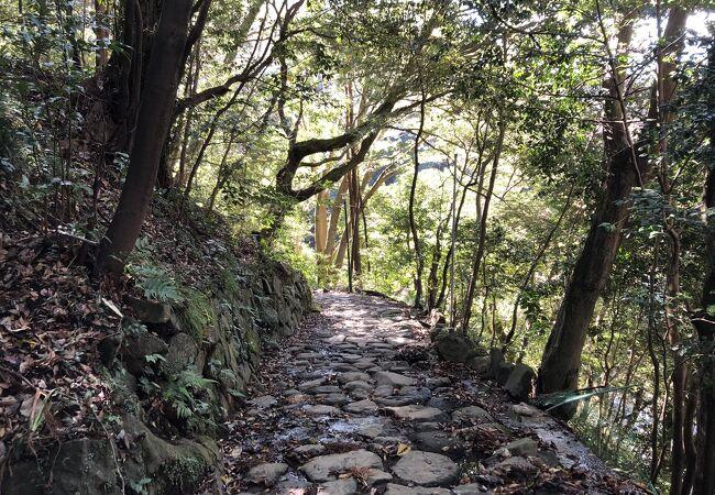 江戸時代に整備された石畳の道