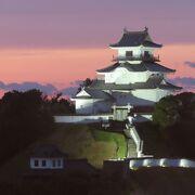 町を睥睨する掛川城と取り巻く公園