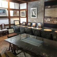 1階にも絵画など展示されています