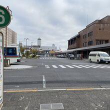 右が近江八幡駅