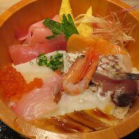 朝食は2,000円。海鮮丼をチョイス。