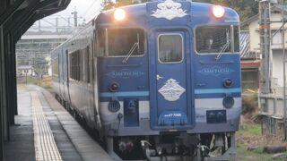 ちょっとした贅沢な気持ちになりたい時に乗ってみたい列車です