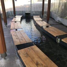 楓の舘・楓の湯前には足湯がありました
