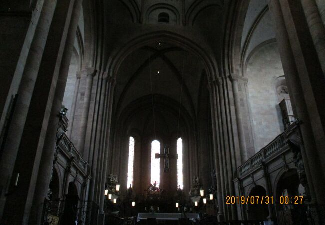 厳かな大聖堂