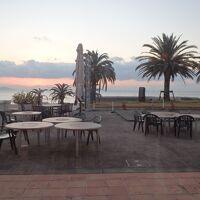 テラスです、砂浜を眺めながら、ワインでも