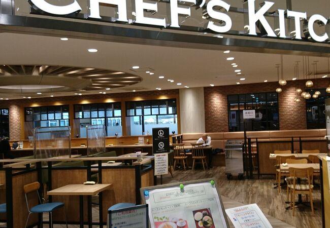 松山空港のフードコートスタイルのレストラン
