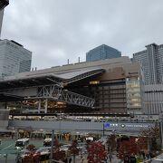 大阪の中心部、梅田にあるターミナル駅