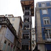 隣のビルと同じ高さでした