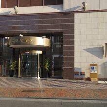 熊本駅と熊本城の間ぐらいにある