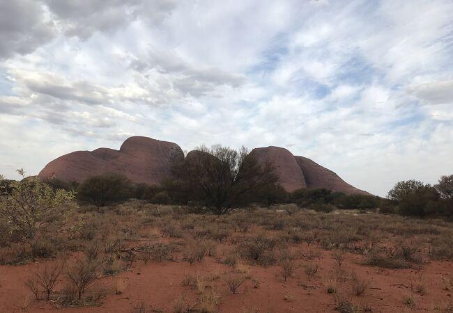 大きな岩の集まり