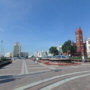 聖シモン 聖エレーナ教会が面している広場