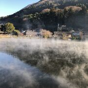 湖から湯気がでてます。